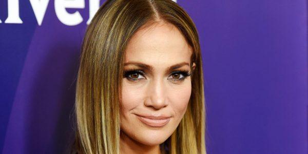 """Jennifer Lopez met le feu avec son nouveau titre """"El Anillo"""" !"""