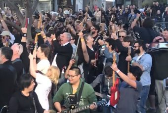 En Australie, 457 guitaristes reprennent «Highway to Hell» d'AC/DC !