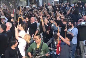 En Australie, 457 guitaristes reprennent «Highway to Hell» d'AC/DC !
