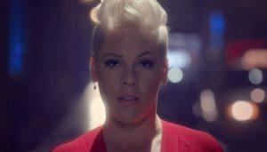 Walk Me Home : regarder le clip vidéo de Pink